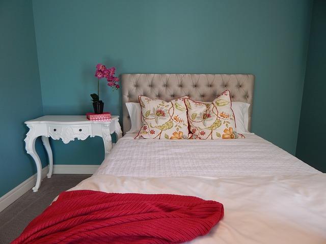 malá útulná ložnice