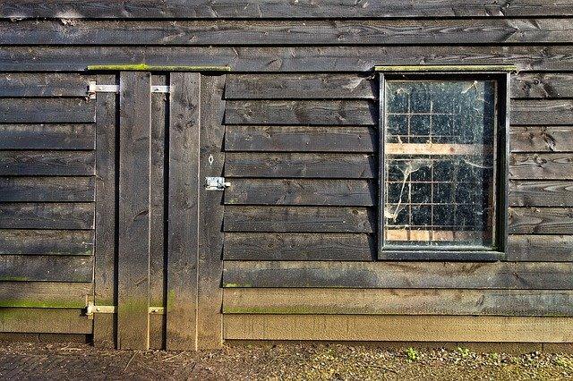 dřevěná chýše